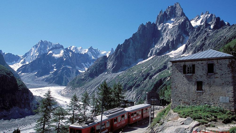 Charger l'élément 11 sur 11. mountain view in Geneva