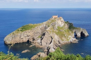 Bilbao,Guggenheim and Gaztelugatxe small group tour, lunch included