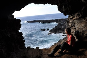 Private Tour: Half-Day Easter Island caves trekking