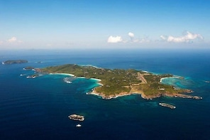 Day Sail To Mustique, Lunch at the famous Basils Bar