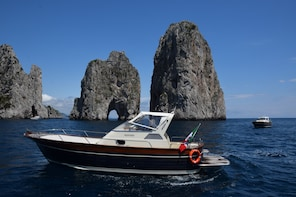 Private tour to Positano and Amalfi by 10 meters boat