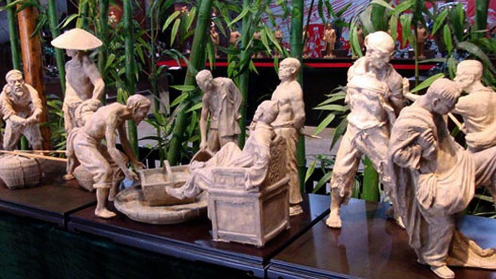 Show item 3 of 5. statues in Guangzhou