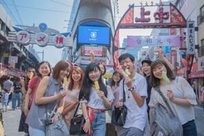 "Ueno walking and eating tour with local guide ""Ueno Joshi"""