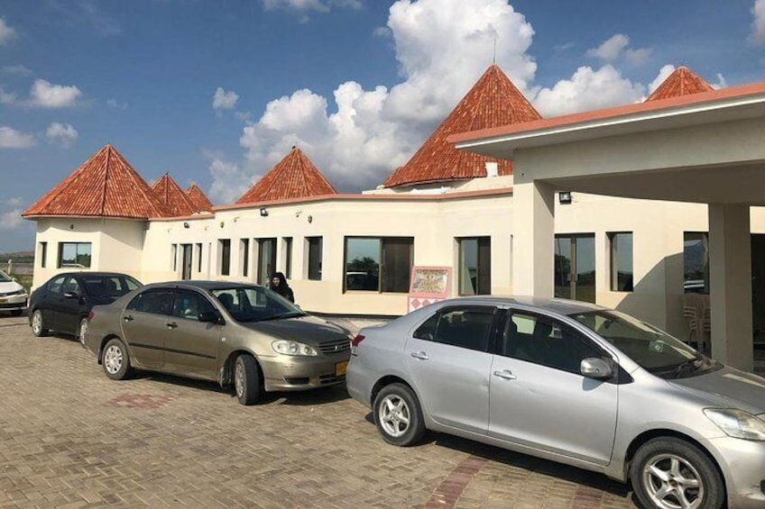 Rooplo Kolhi Resort at Nagarparkar is located outside the city,This resort has been built at the foothills of the Karoonjhar Mountains in Thar Desert its a newly build Govt resort