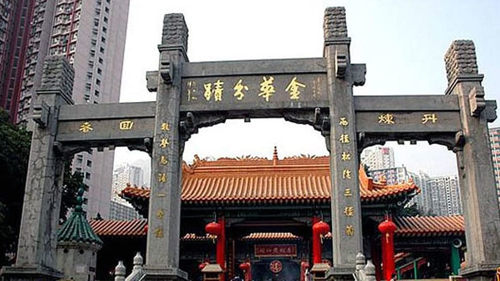 正在顯示第 3 張相片,共 5 張。 exterior of ornate building near Guangzhou