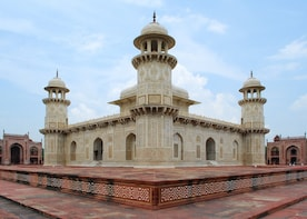 Monuments of Delhi (Guided Half Day SightseeimgCity Tour)