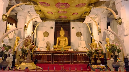 temple interior in colombo