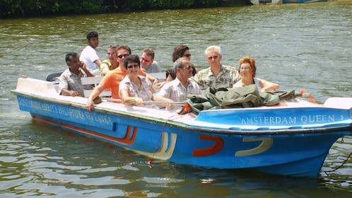 people in small boat near Colombo