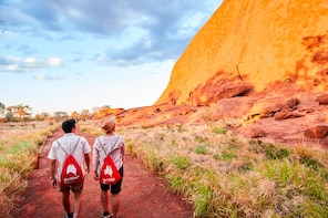 Half-Day Uluru Morning Guided Base Walking Tour 10.5km