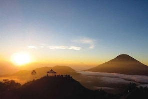 From Yogyakarta: Dieng Plateau Golden Sunrise Private Day Trip