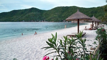 Private Island-Hopping Cruise with Snorkeling & Lunch