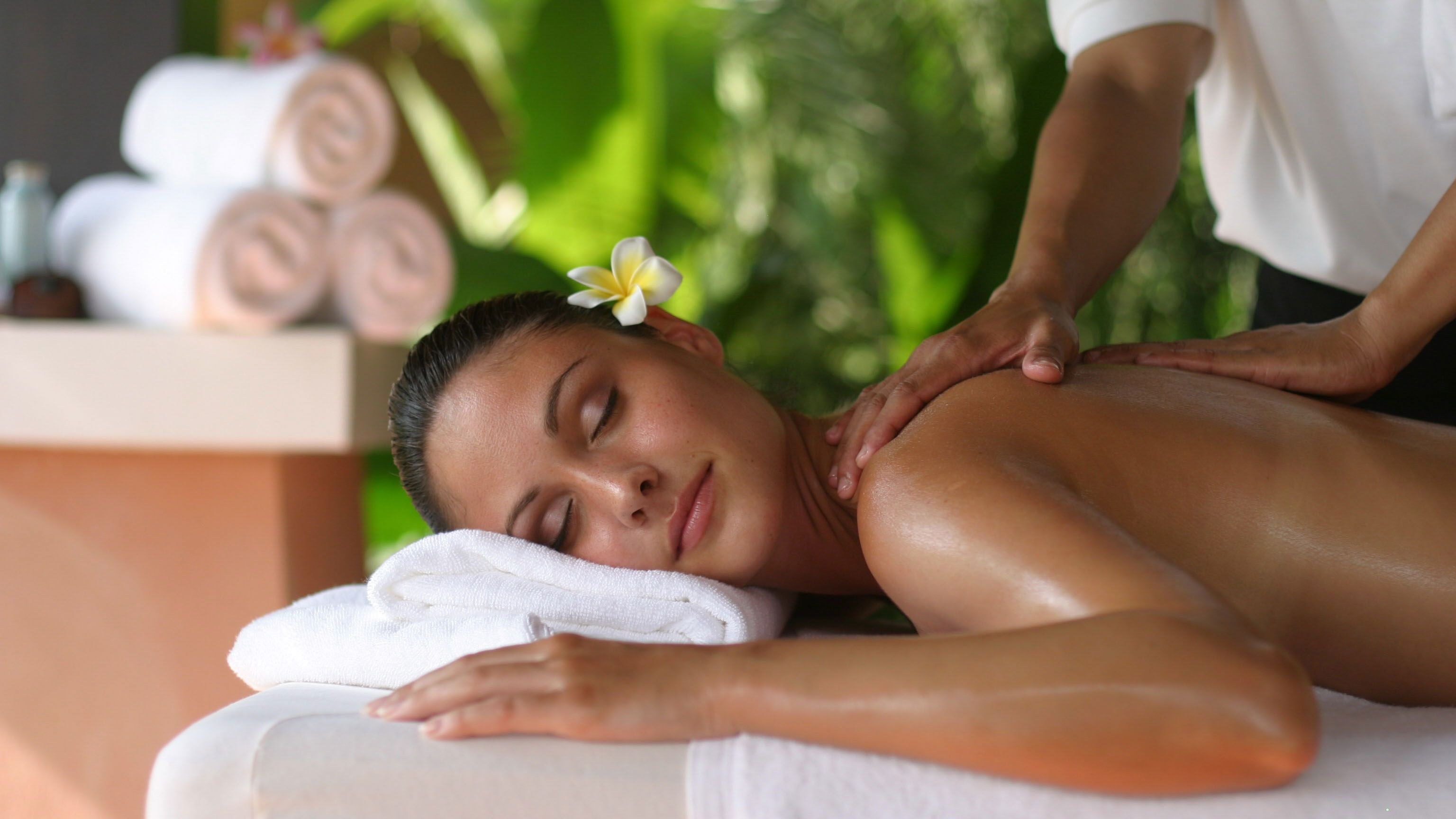 Ayurvedic Herbal Spa Massage at Viet Spa