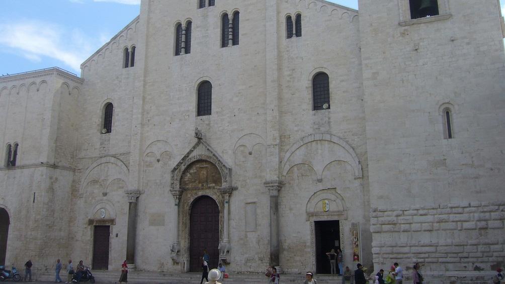 Apri foto 4 di 5. St. Nicholas Basilica in Bari
