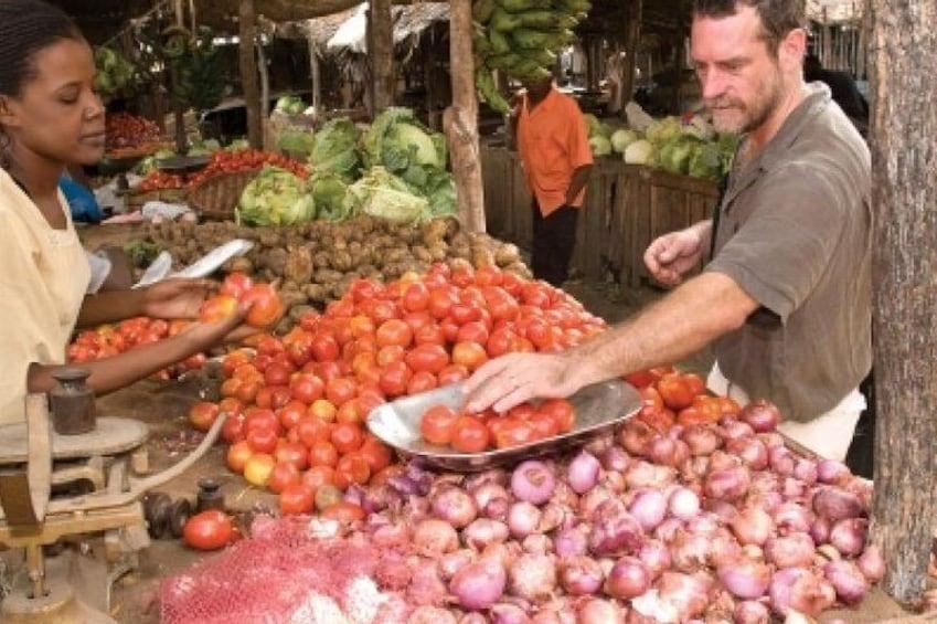 Kumasi kejetia central market tour & Local cook food classs