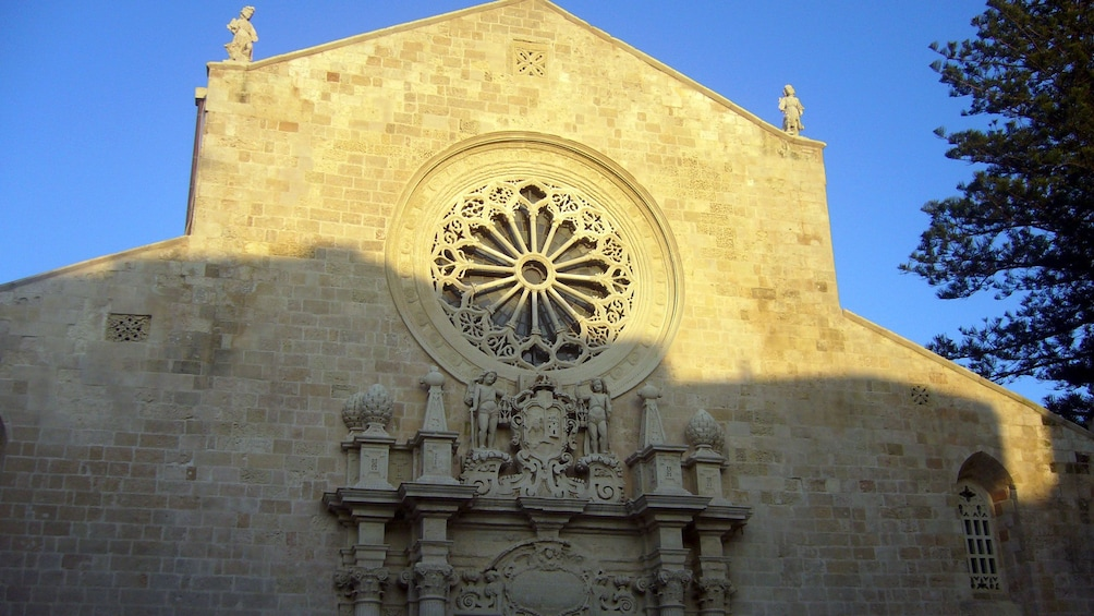 Foto 5 von 6 laden sun beaming on the Cathedral of Otranto