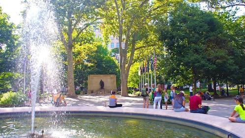 Tour group next to a fountain in Philadelphia