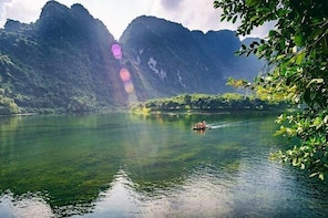 Ninh Binh Trip with limo bus & Buffet lunch and Hanoi airport private car