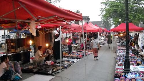 An outdoor market in Laung Prabang