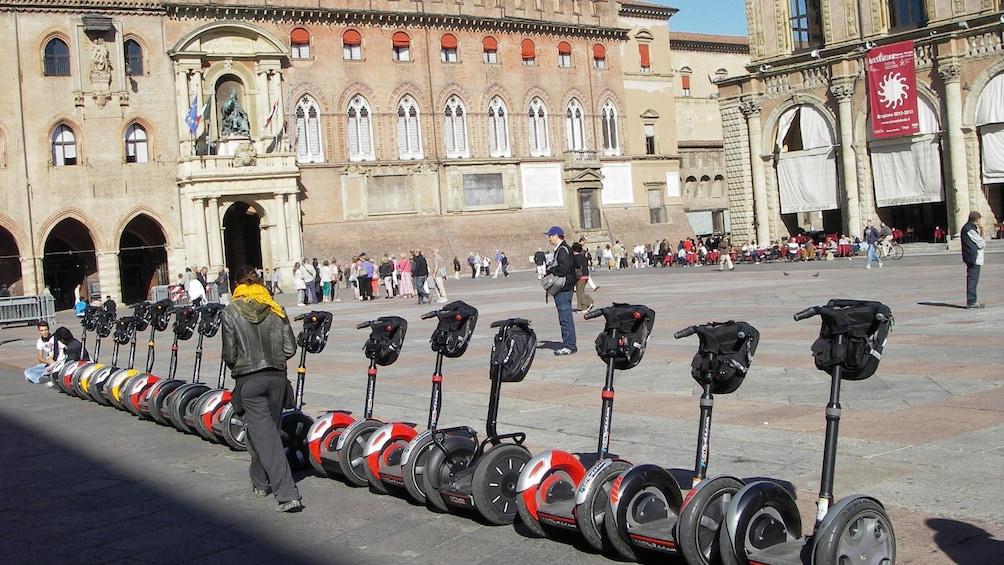 Foto 4 von 7 laden Segway tour at Piazza Maggiore