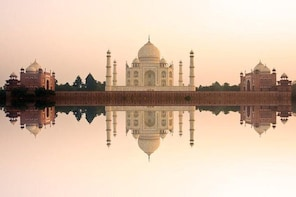 2-Day Private Tour: Taj Mahal Agra from Hyderabad with Commercial Return Fl...