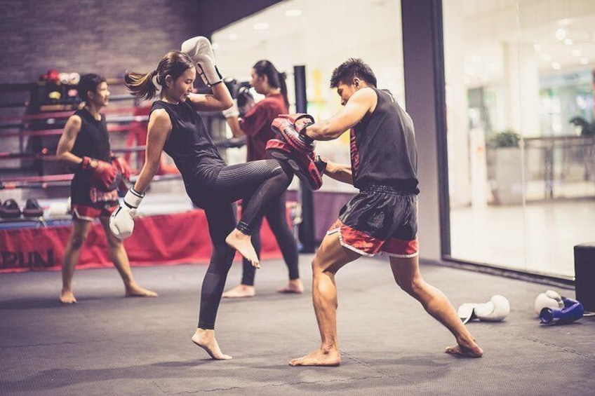 The environment is safe for female to experience muay thai boxing
