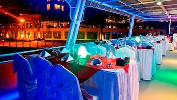 Elegante Hausbootsfahrt mit Abendessen