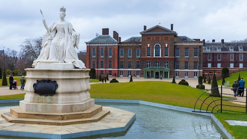 marble statue in front of Kensington Palace in London