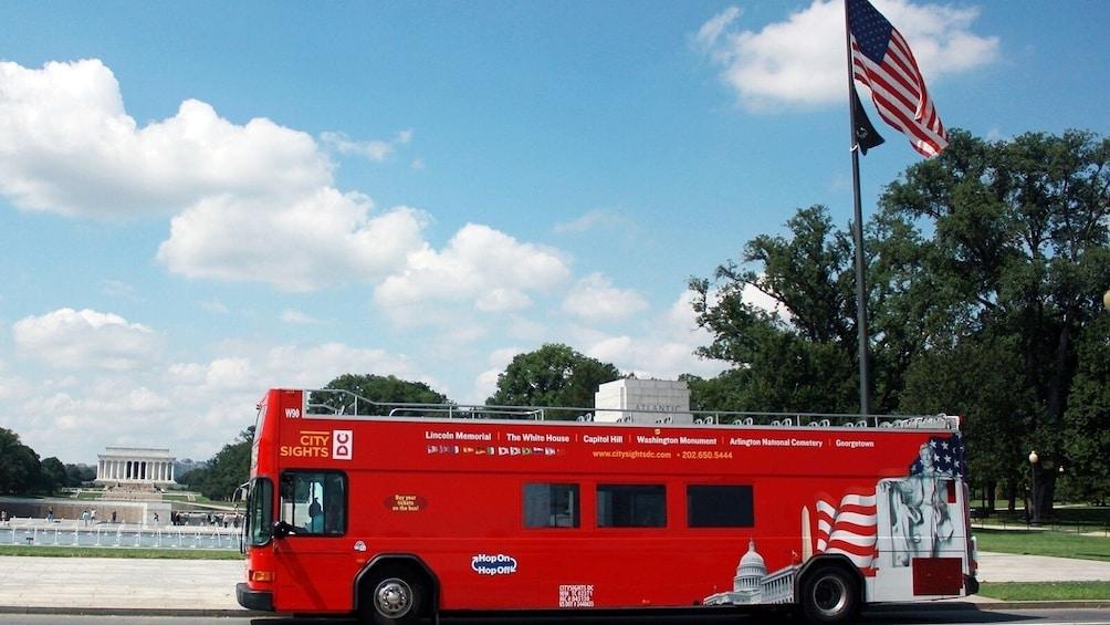 Ver elemento 3 de 8. Washington DC Hop-On Hop-Off Bus Tour and Attractions Pass