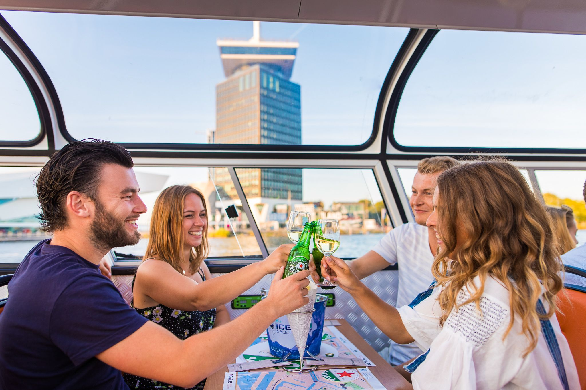 Amsterdam Burger Cruise with unlimited drinks