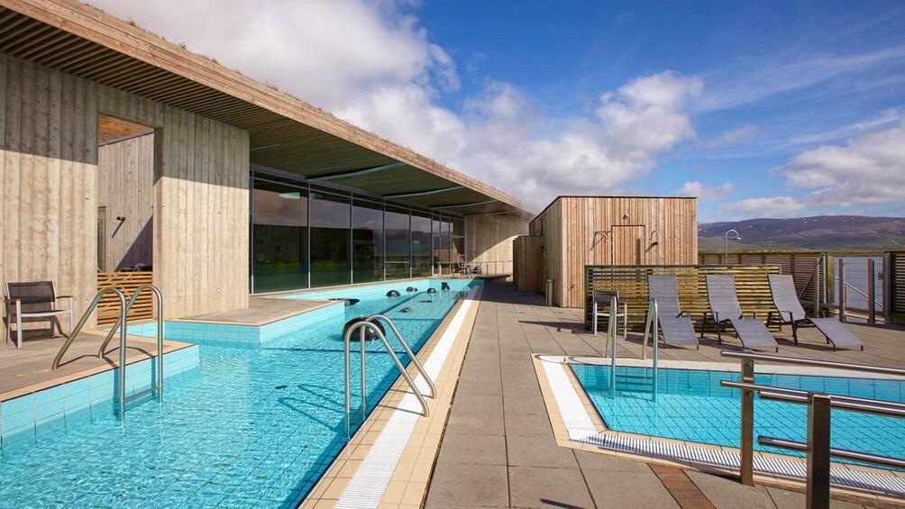 Indlæs billede 2 af 10. Pool in the Laugarvatn Fontana geothermal spa in Reykjavik