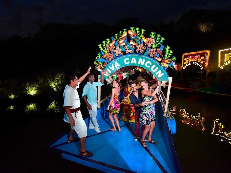 Lataa valokuva 4 kautta 10. Xoximilco Mexican Fiesta with Dinner & Open Bar