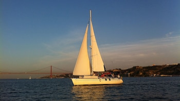 Small-Group Sunset Sailing Cruise