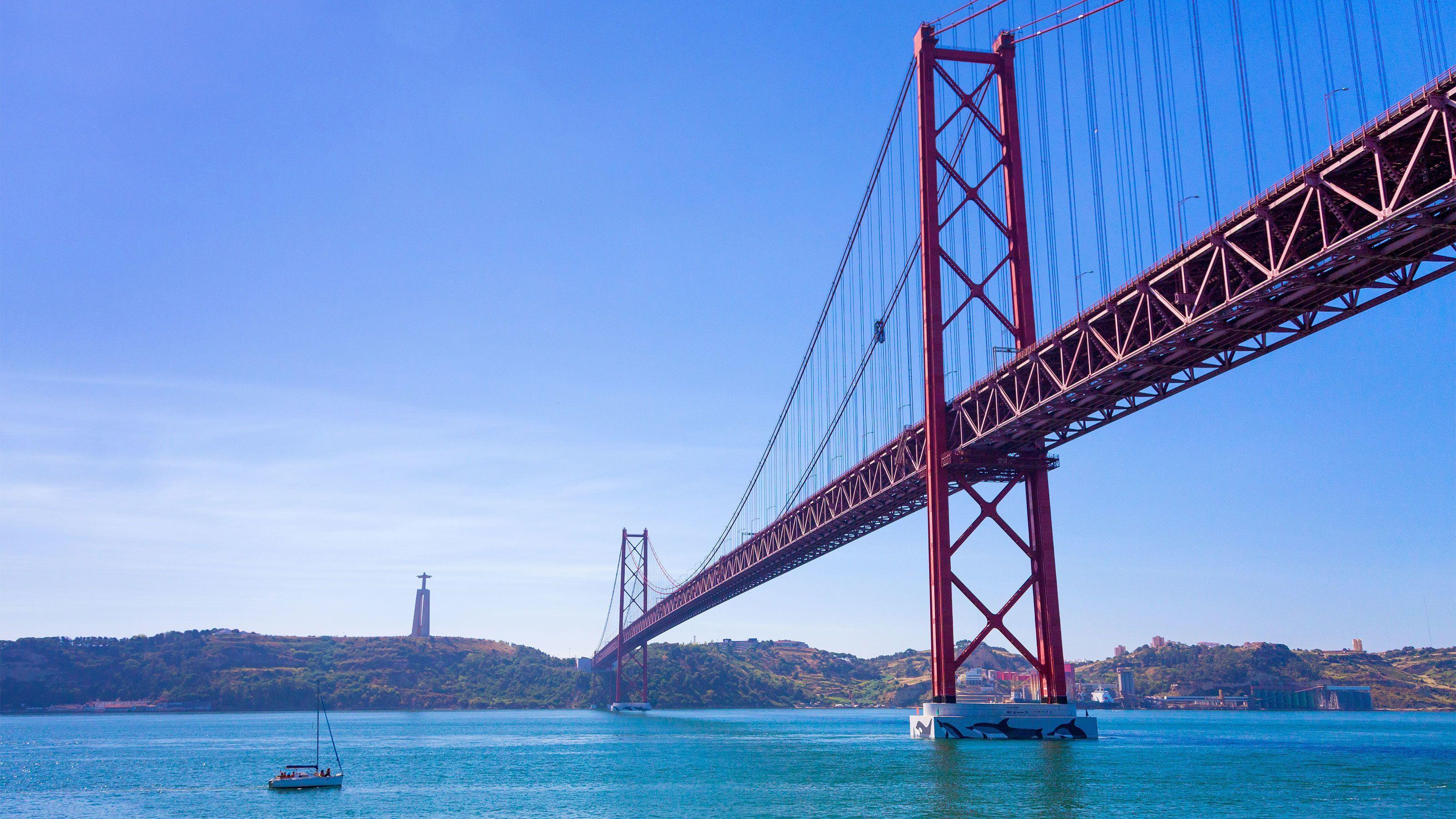 long suspension bridge in Lisbon
