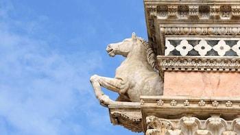 Spezielle Veranstaltung: Pferderennen Palio di Siena mit Abendessen