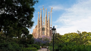 Fast Track: Sagrada Família Guided Tour with Tower Access