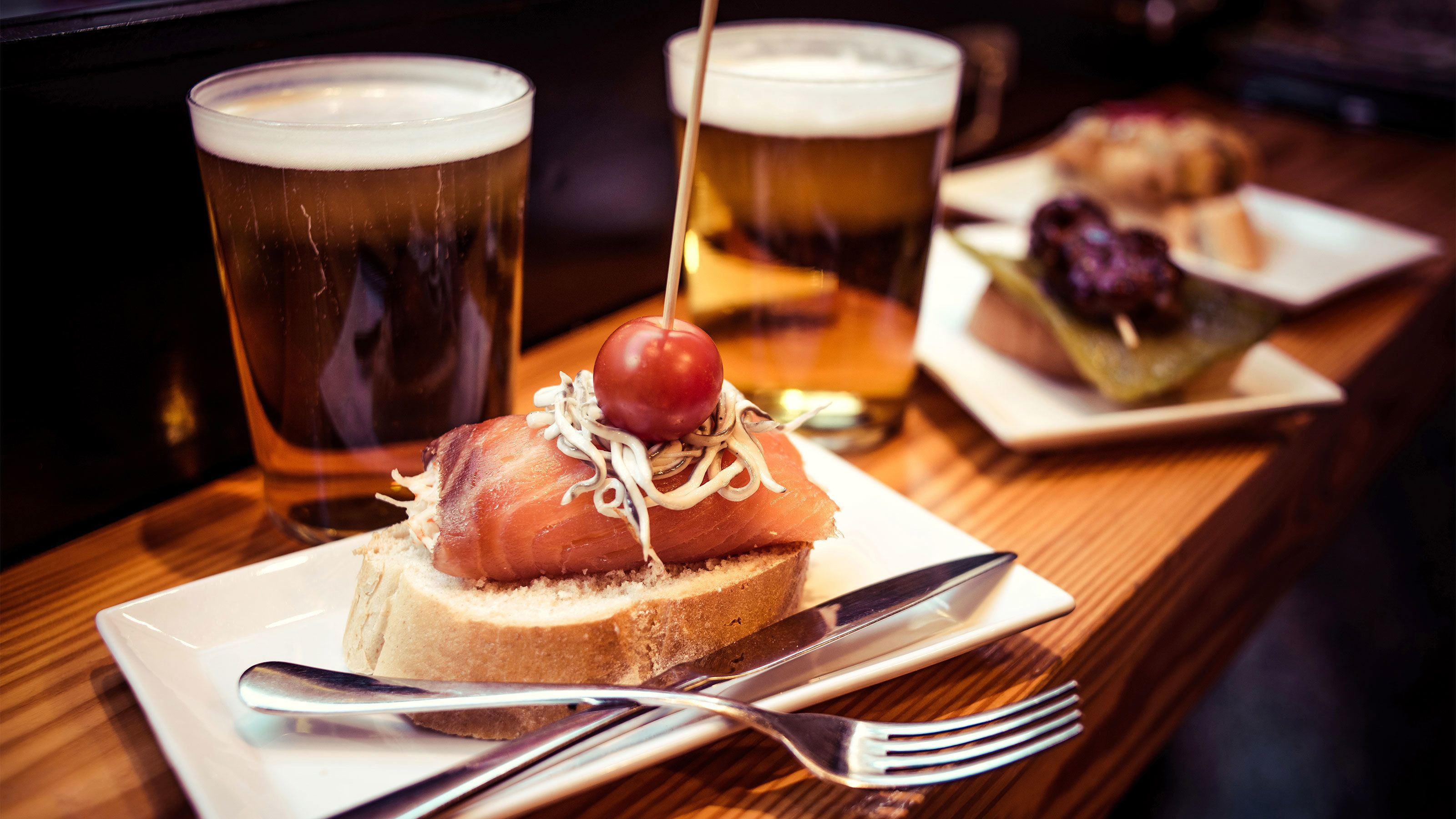 plate of smoked salmon and beer at food tour in Barcelona