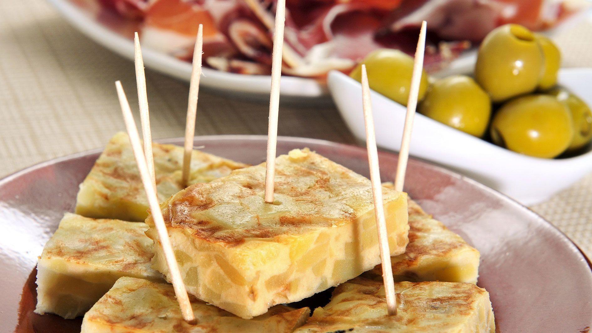 finger foods and olives at food tour in Barcelona