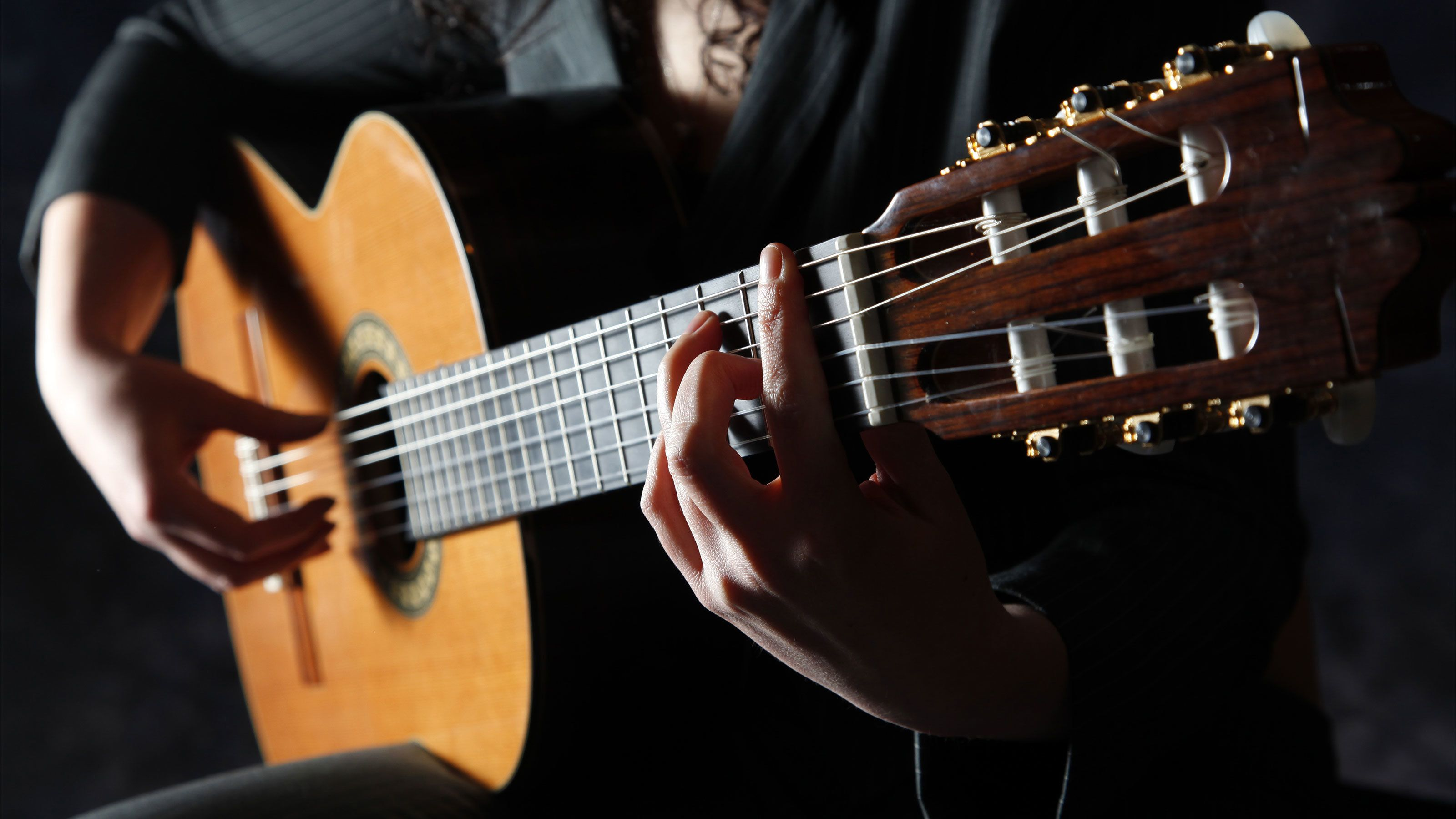 man playing Flamenco style on guitar in Barcelona