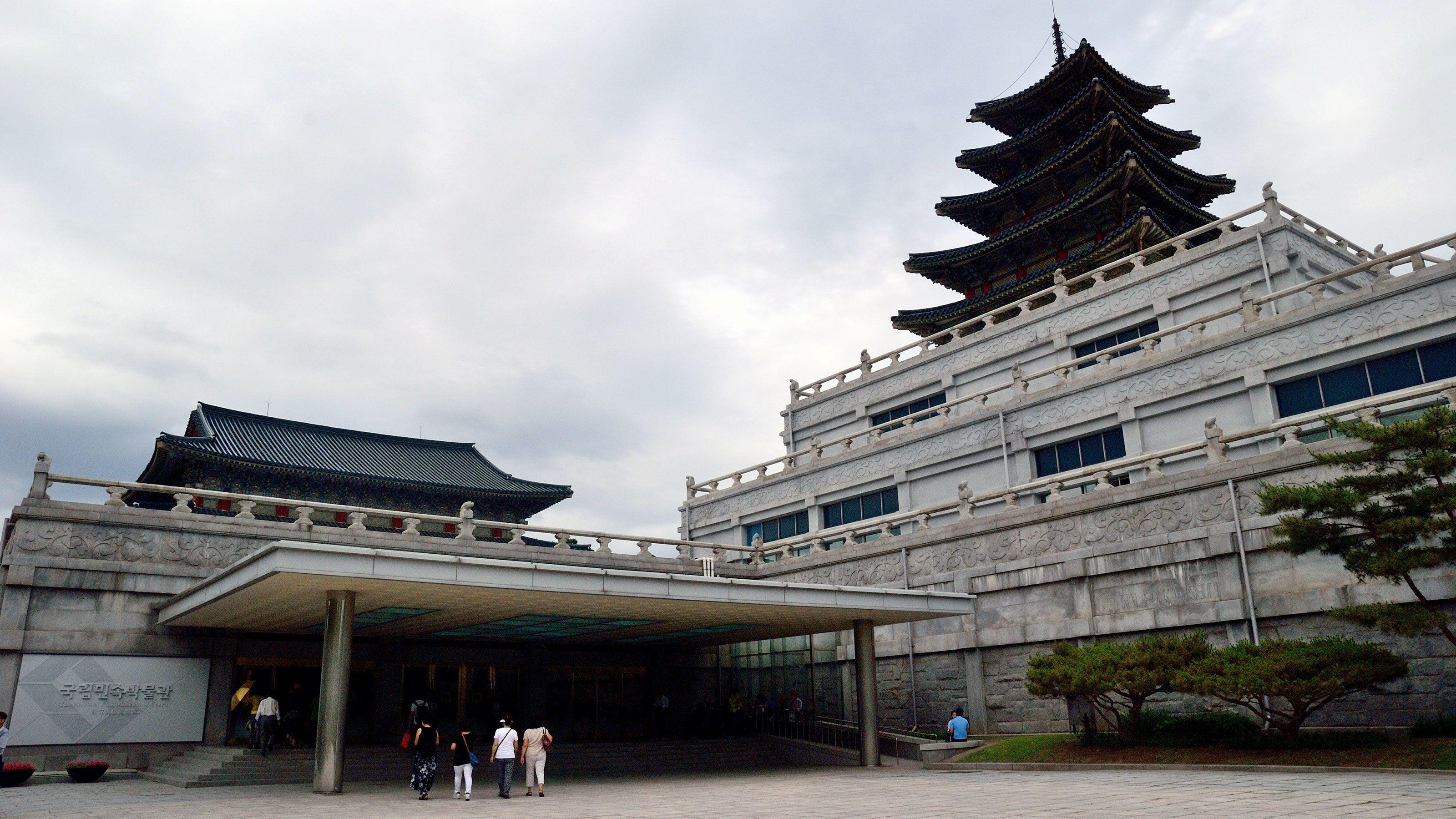 Aamukierros kansallismuseossa ja Cheonggyecheonissa