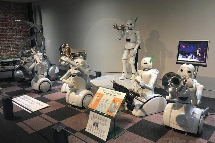 Robots play instruments