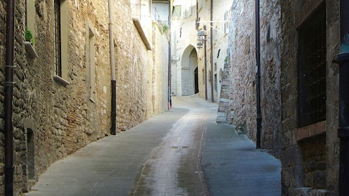 Architectural photo the alleyways within the town of Assisi.