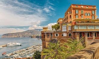 3-Day Southern Italy Tour: Naples, Pompeii, Sorrento & Capri