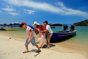 Best activity in Terengganu - Candid Photoshoot by Travographer