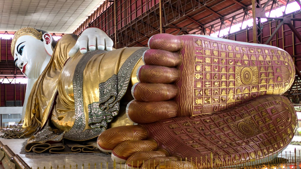 แสดงภาพที่ 1 จาก 9 Large scale reclining buddha statue in Yangon