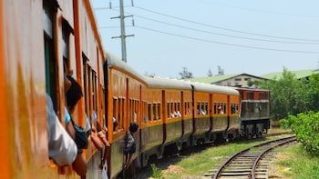 ทัวร์ส่วนตัวนั่งรถไฟรอบเมืองย่างกุ้ง