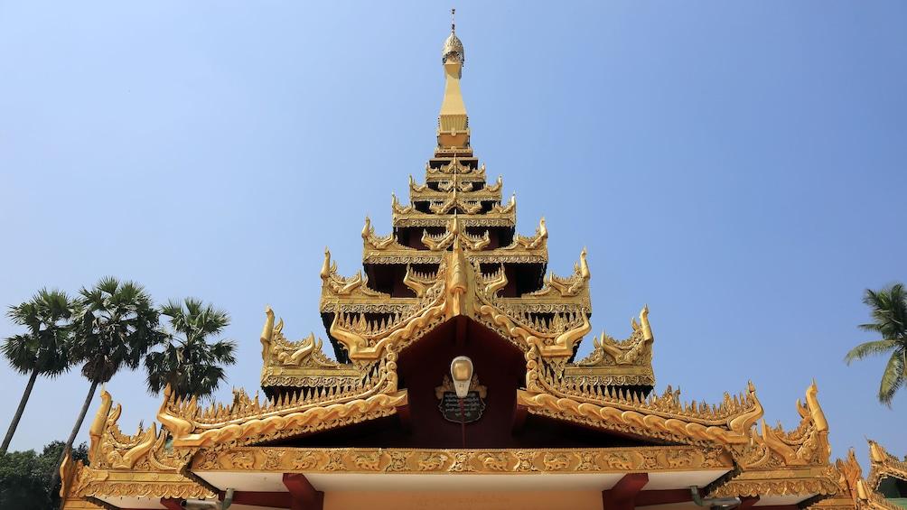 แสดงภาพที่ 3 จาก 9 Ornate golden roof of a temple in Bago