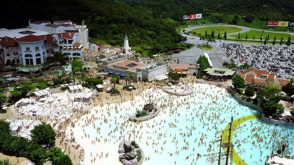 Carregar foto 4 de 5. aerial view of water park in seoul