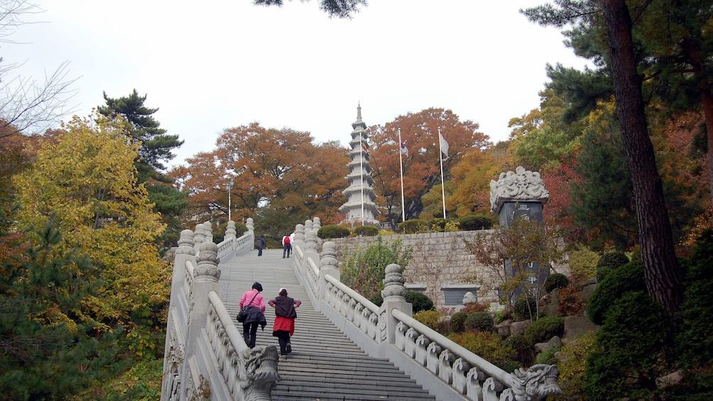 แสดงภาพที่ 4 จาก 5 long stone stair case in seoul