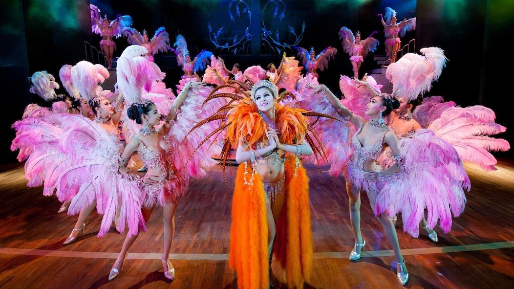 正在顯示第 4 張相片,共 8 張。 Simon Cabaret Show performance in Thailand