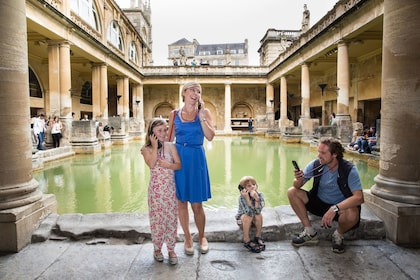 Stonehenge and Bath Tour with Roman Baths & Lunch Pack